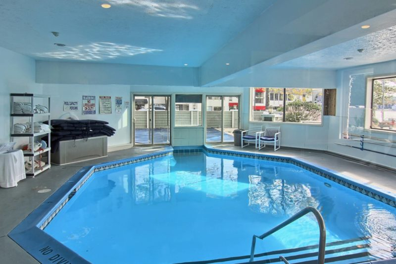 the pointes north inn has an interior pool
